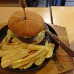 """【ラトビア・リガ/ 女一人旅】5ユーロでボリューミーなハンバーガー""""B Burgers""""(2018年2月)"""