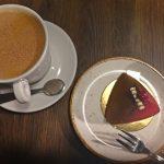 """【ラトビア・リガ/ 女一人旅】ケーキの種類が豊富なカフェ""""BakeBerry""""(2018年2月)"""