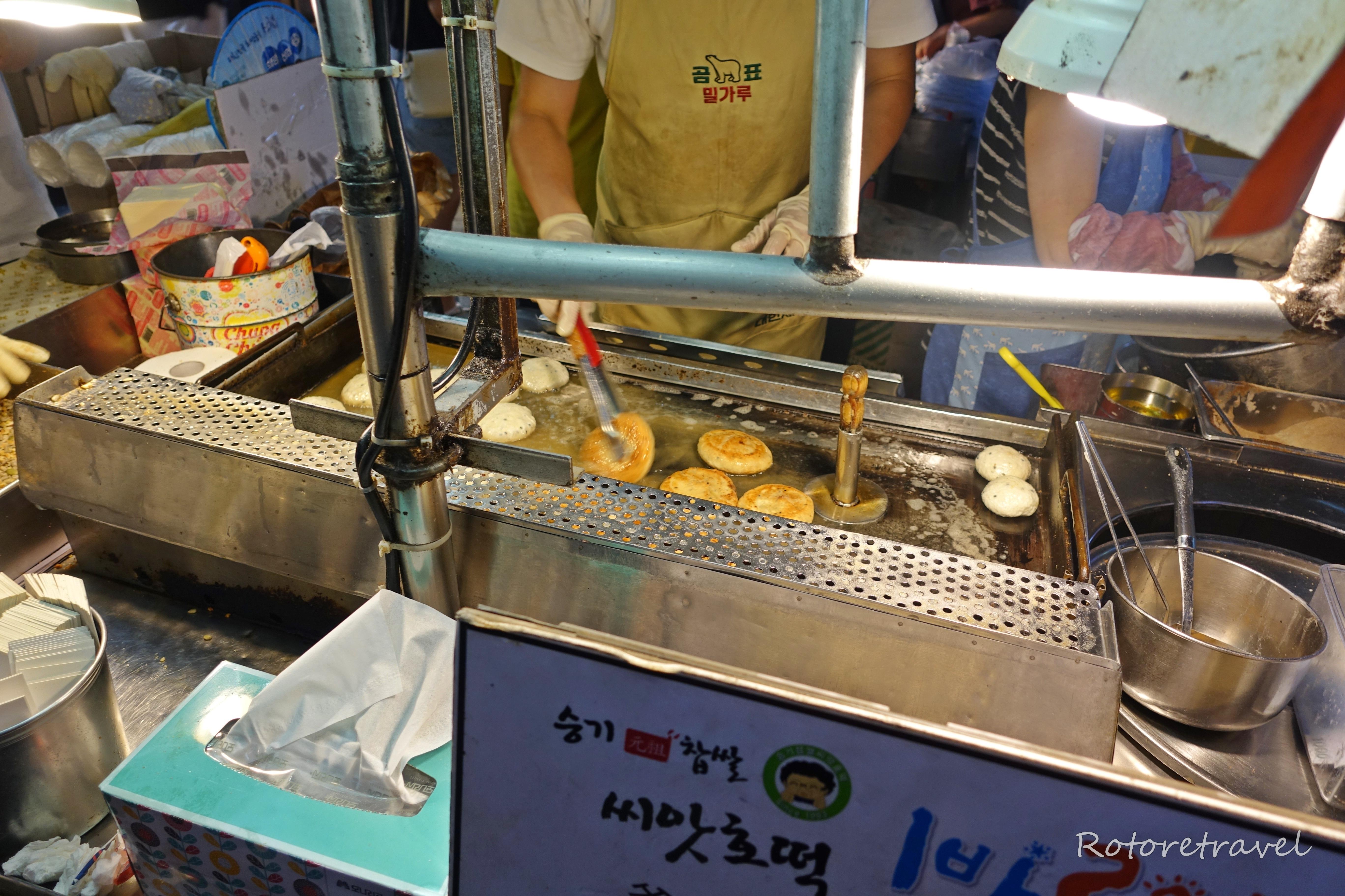 【韓国・釜山】業務連絡!BIFF広場にホットク屋台が増えている模様、至急現場に集合(