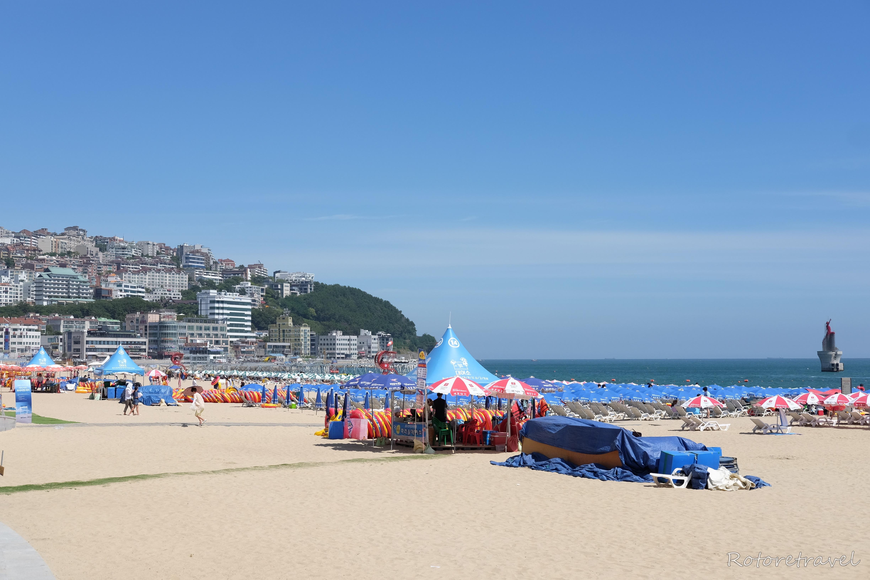 【韓国・釜山】パラソルも人もビッシリ!真夏の海雲台(ヘウンデ)海水浴場は大賑わい